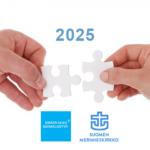 """""""Kahdet kädet, joissa kummassakin on palapelin pala. Niiden yläpuolella vuosiluku 2025 ja alapuolella Kirkon ulkosuomalaistyön sekä Merimieskirkon logot."""""""